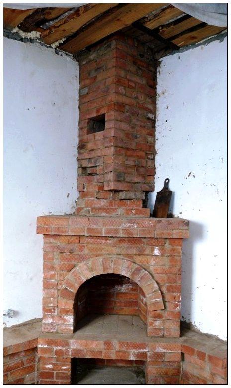 Старая кирпичная труба камина