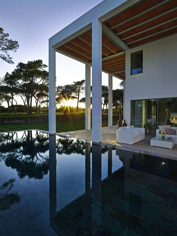 Вилла с полем для гольфа в Португалии от студии Blacam Meagher