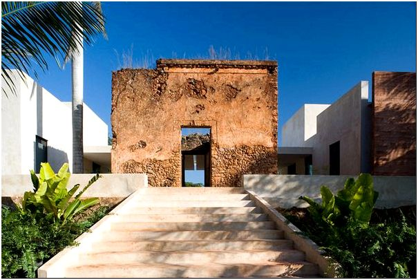 Старые строения виллы Bacoc Hacienda в Мексике