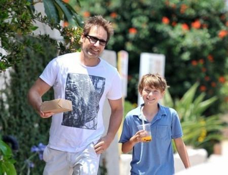 Дэвид Духовны и Кид Миллер Духовны. Сын актера и Теи Леони появился на свет 15 июня 2002 года.