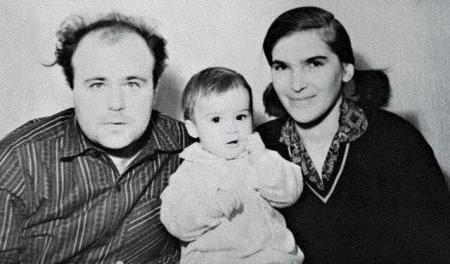 """Александр Калягин. В семье актера произошло страшное горе, когда на экраны вышел фильм """"Здравствуйте, я ваша тетя!"""": от рака умерла супруга Калягина."""