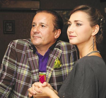 Олег Меньшиков. Избранницей Олега стала молодая актриса Анастасия Чернова, которая моложе него на 23 года.