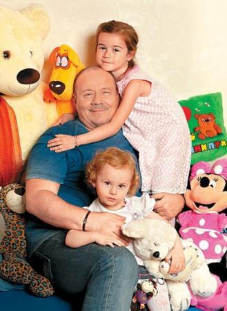 В 2009 году у супругов родилась дочка Ирина, а в 2012 году у Алексея и Анны родилась вторая девочка — Софья.