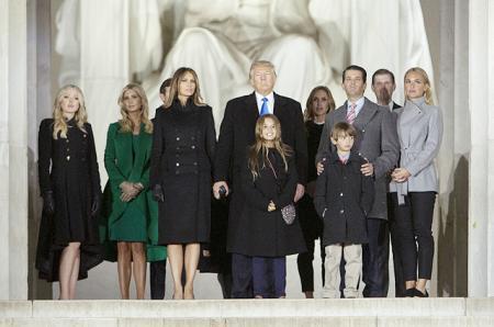 Дональд Трамп с семьей на прединаугурационном концерте