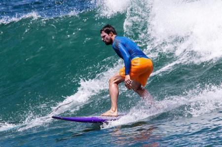 Серфинг и посиделки с друзьями: Данила Козловский отдыхает на Бали