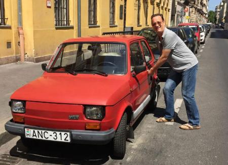 Жители польского города Сувалки скинулись на Fiat для Тома Хэнкса