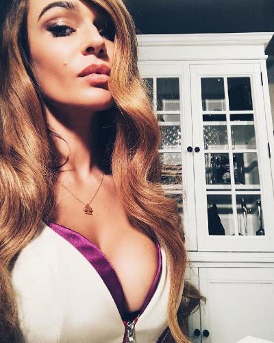 «Классный размер»: Алена Водонаева похвасталась новой грудью
