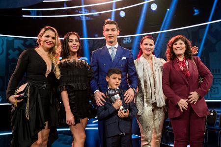 Криштиану Роналду с Джорджиной и сыном на  FIFA Football Awards