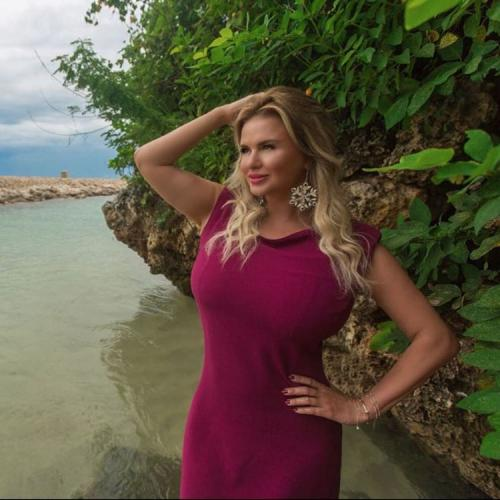 Анна Семенович увеличила грудь и уменьшила талию