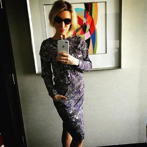 Мария Захарова восхитила стройными ногами