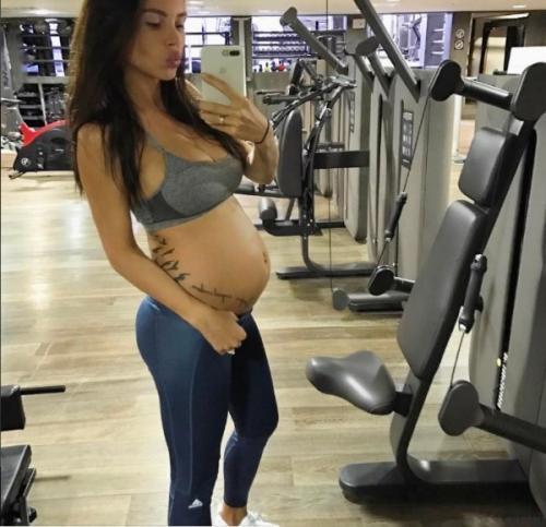 Беременная Оксана Самойлова продолжает посещать спортзал