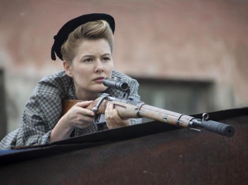 Мария Кожевникова взяла в руки боевое оружие
