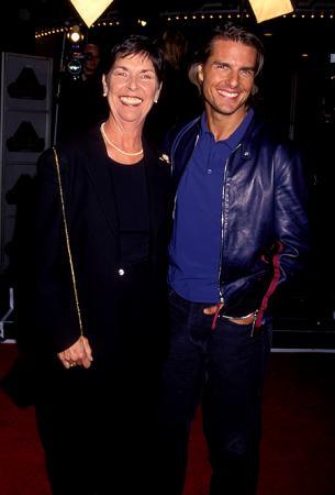 """Том Круз с матерью на премьере фильма """"Магнолия"""", 1999 год"""
