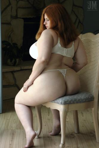 Curly brunette mature bbw