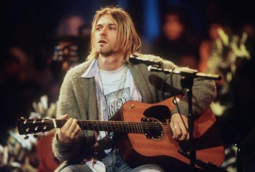 На eBay продается уникальная гитара Курта Кобейна