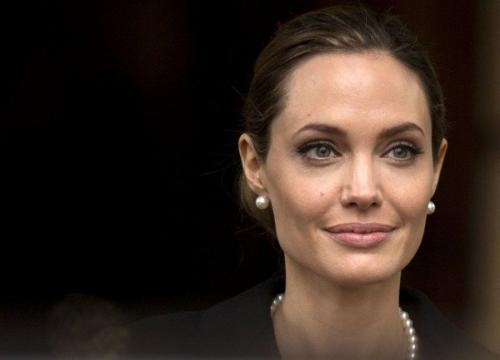 Джоли впервые вышла в свет после разрыва отношений с Питтом
