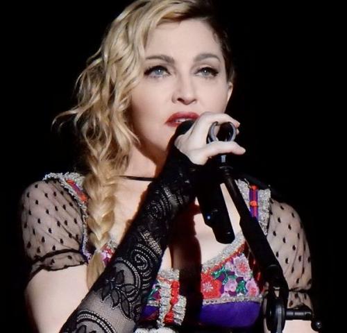 Родной отец удочеренных дочек Мадонны заявил о похищении своих детей
