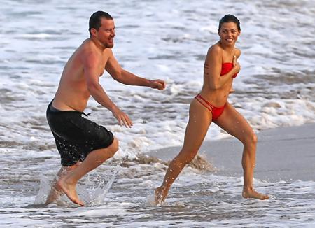 Ченнинг Татум и Дженна Дьюэнн проводят зажигательные каникулы на Гавайях