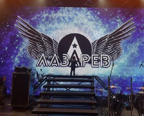 Сын Сергея Лазарева впервые вышел на сцену