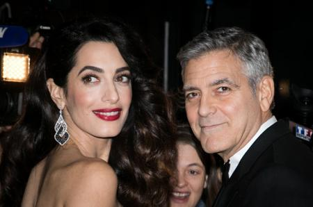 Джордж Клуни и беременная Амаль Клуни впервые вышли в свет после новостей о прибавлении в семье