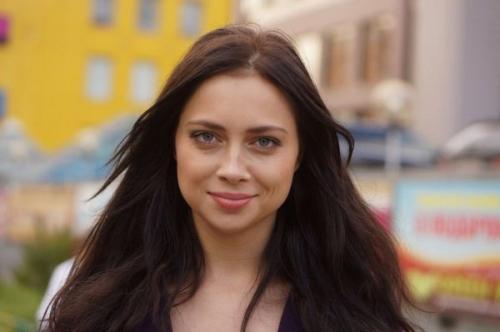 Самбурская удивила поклонников своей внешностью без макияжа