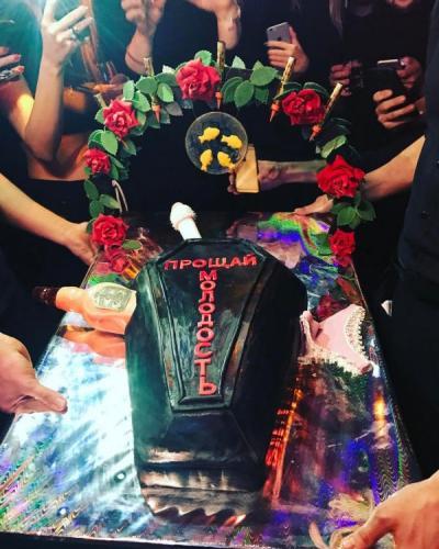 На 30-летие Настасье Самбурской подарили гроб
