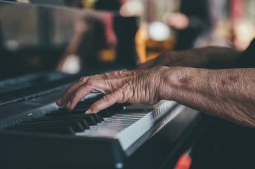 В возрасте 98 лет скончалась исландская пианистка и композитор Jorunn Vidar