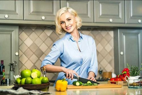 Полина Гагарина выпустила новый клип с кадрами из семейной жизни