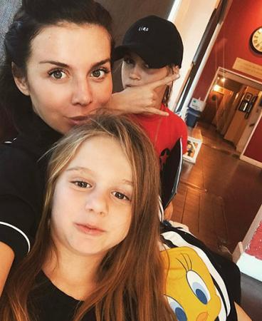 Анна Седокова с дочками — Алиной и Моникой