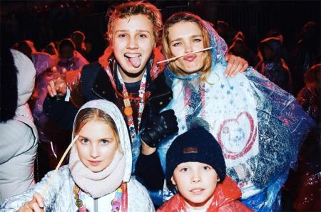 Наталья Водянова с детьми гостит на Специальной Олимпиаде в Австрии