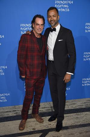 Ричард Сакс (слева)