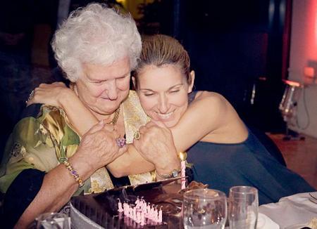 Селин Дион отпраздновала 90-летие матери с детьми и 12-ю братьями и сестрами