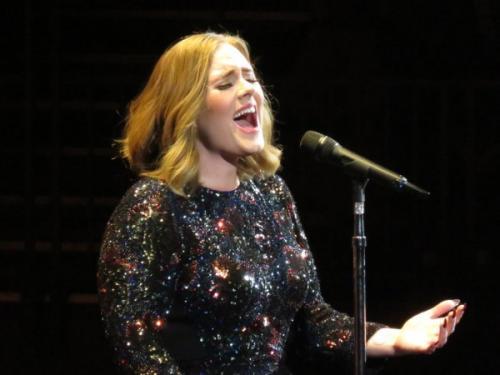 Адель посвятила песню пострадавшим от теракта в Лондоне