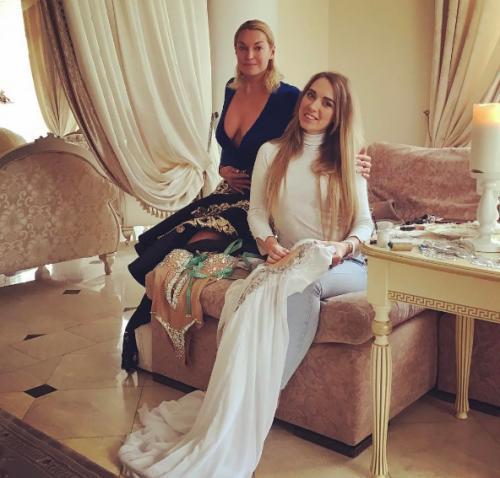 Публика раскритиковала обвисшую грудь Анастасии Волочковой