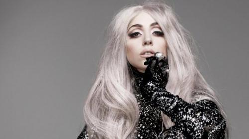 Леди Гага пожаловалась на постоянные боли в бедре