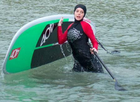 Линдси Лохан удивила своим появлением в мусульманском купальном костюме на пляже в Таиланде