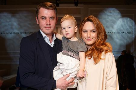 Супруга Игоря Петренко Кристина Бродская приняла участие в модном шоу вместе с дочерью