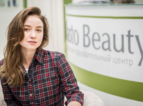 Звезда «Молодежки» Юлия Маргулис снялась в фотосессии для журнала Maxim