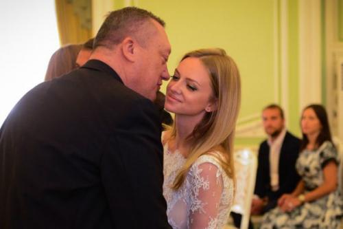 Милана Кержакова вместе с отцом в день своей свадьбы