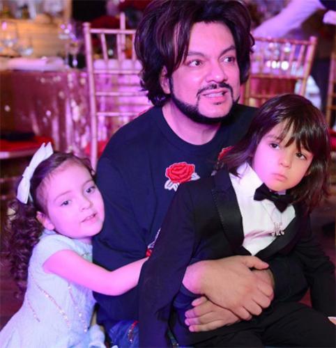 Филипп Киркоров жалеет, что раскрыл тайну рождения детей