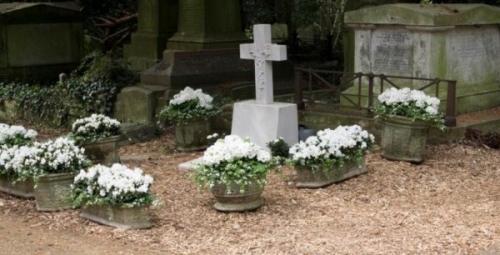 В Сети появилось первое фото могилы певца Джорджа Майкла