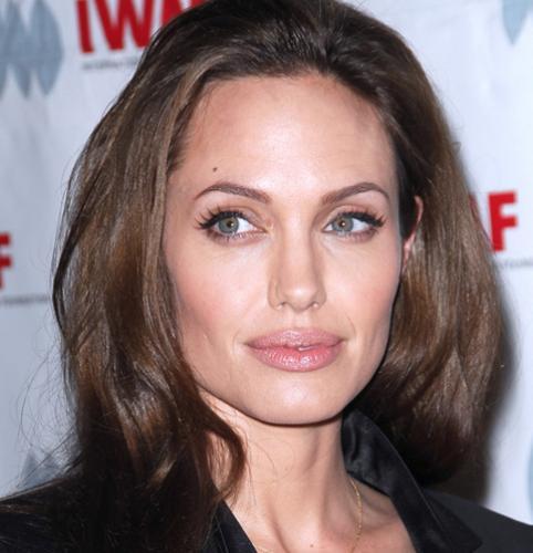 Анджелине Джоли приписали тайный роман с влиятельным бизнесменом