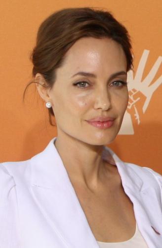 """Юная Джоли в кожаном боди """"взорвала"""" Сеть"""