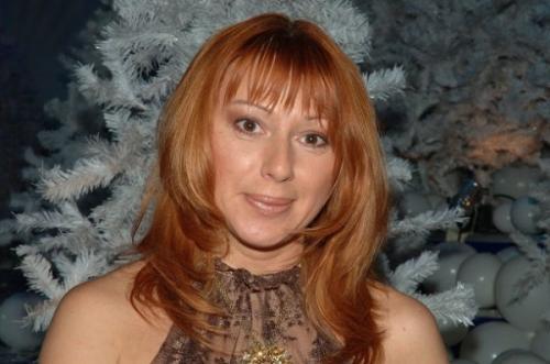 Алена Апина анонсировала премьеру нового клипа «Девушка Бонда»