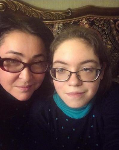 Лолита требует извинений от руководства Первого канала за «аутизм» дочери