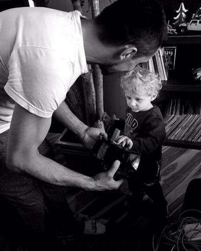 Дима Билан. Последние новости: Певец порадовал поклонников фотографией с ребёнком