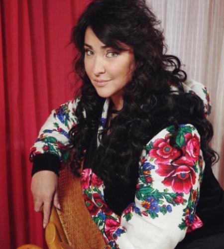 Певица Лолита рассказала о нападении на ее мать в Киеве