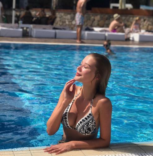 Ростовская секс-дива Валентина Расулова публикует откровенные фото