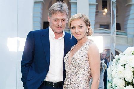 Дмитрий Песков и Татьяна Навка отправились с детьми на отдых в Барселону