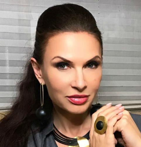 48-летнюю Эвелину Бледанс осудили за развратные кадры